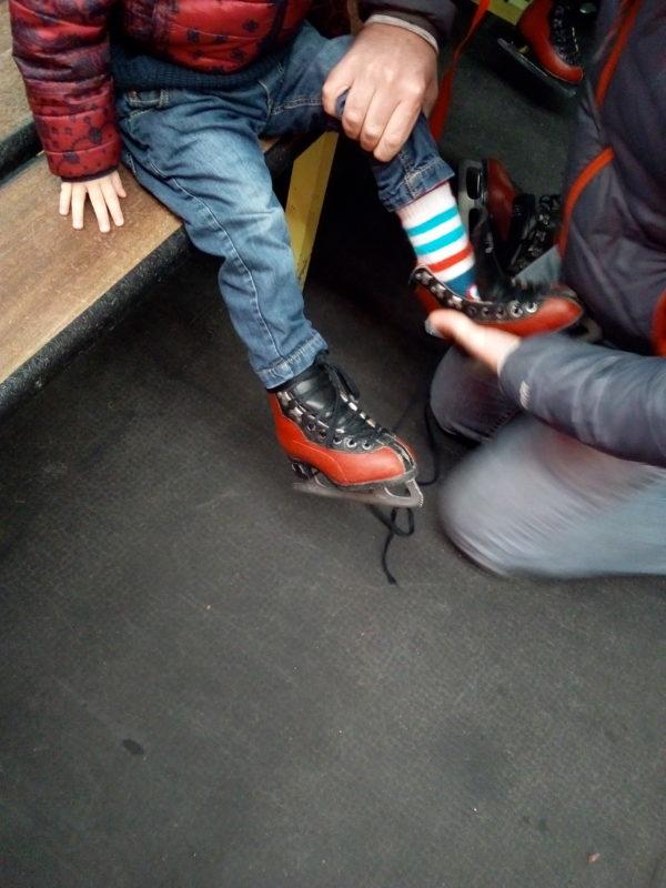 Idée d'activité #2 : le patin à glace - Escapade à la patinoire - Tête à Casque