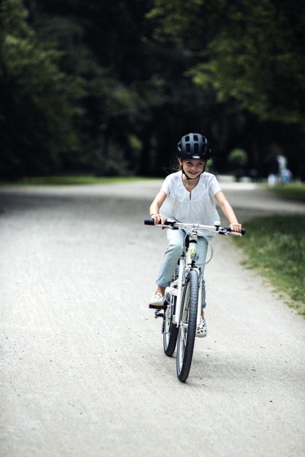 ABUS Youn-I 2.0 Glacier Blue - casque vélo enfant - Tête à Casque - action2