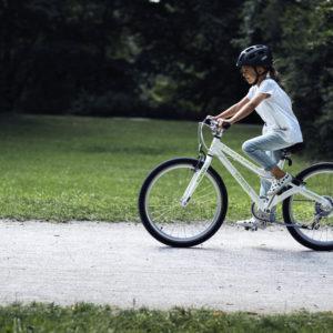 ABUS Youn-I 2.0 Glacier Blue - casque vélo enfant - Tête à Casque - action3