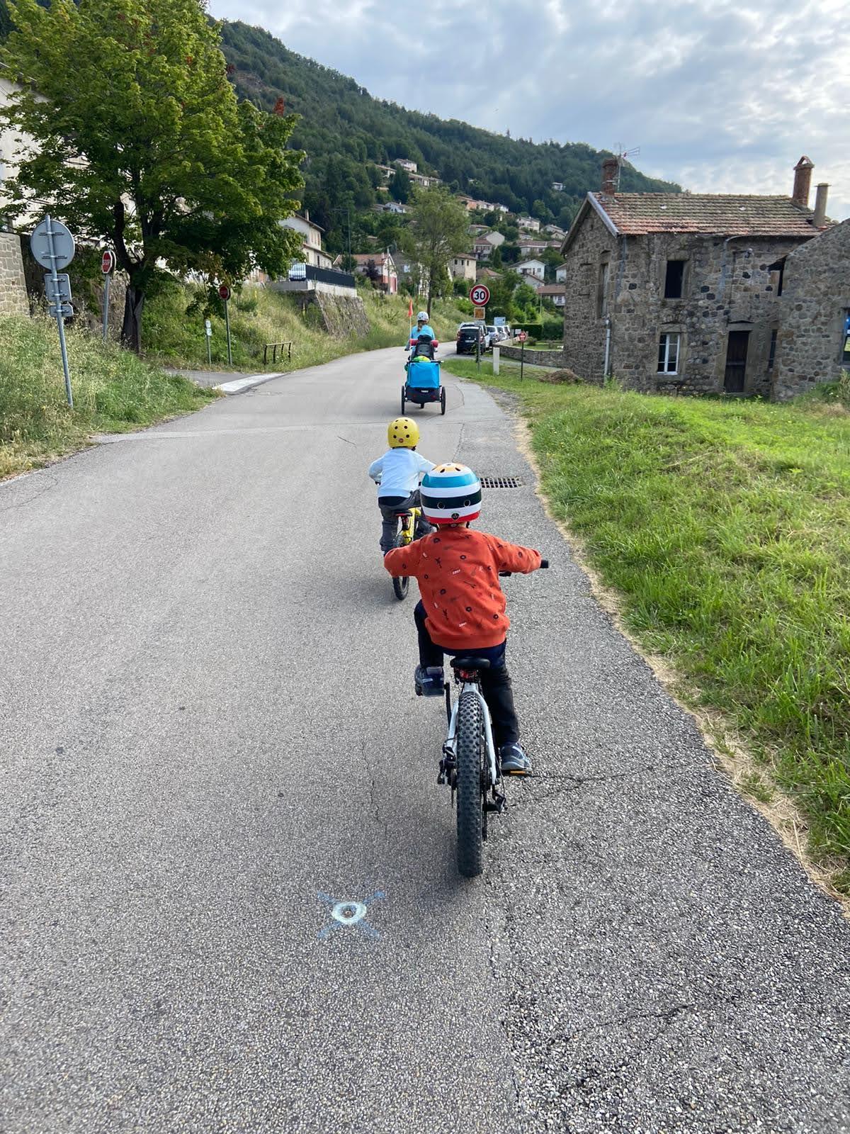 Dolce Via en famille à vélo - voies partagées